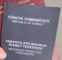 Türkiye'de öğrenci ikamet tezkeresi almak için hangi belgelere ihtiyaç bulunmaktadır?