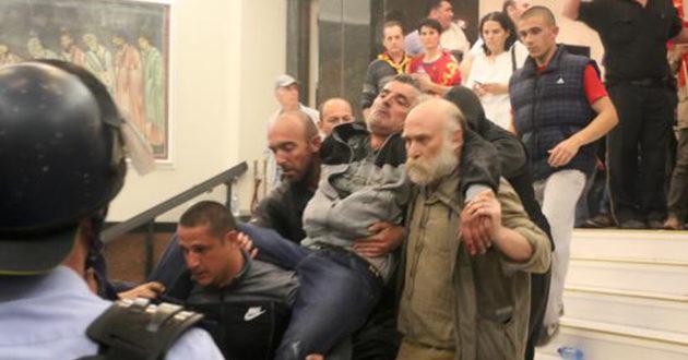 Makedonya Meclisinde olaylar: 1'i ağır 9 yaralı | FOTO